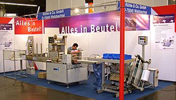 Tubular bag packaging machine SMH-520-Servo at the Fachpack trade fair in Nuremberg